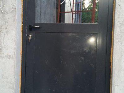 Алюминиевая дверь распашная (2)